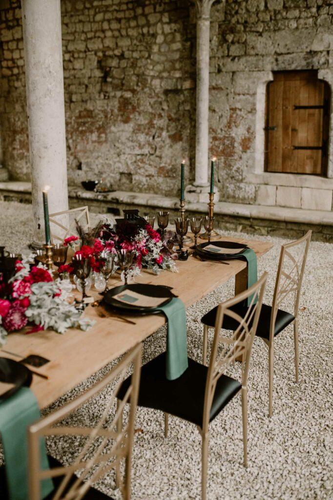 table de mariage noir et bordeaux wedding planner deauville