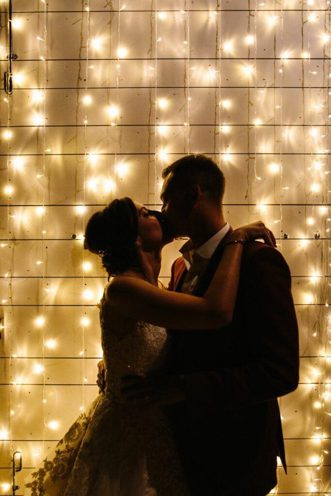 photo de couple de nuit mariage ardeche organisation mariage lyon