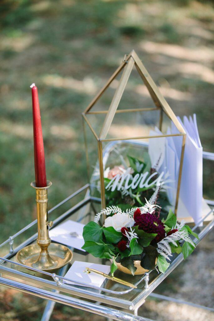 URNE DE MARIAGE DORE ET BORDEAUX WEDDING PLANNER DROME