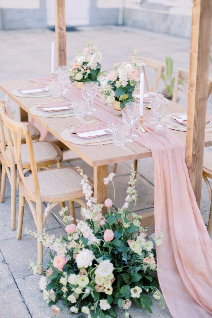 table de mariage rose poudré mariage bretagne