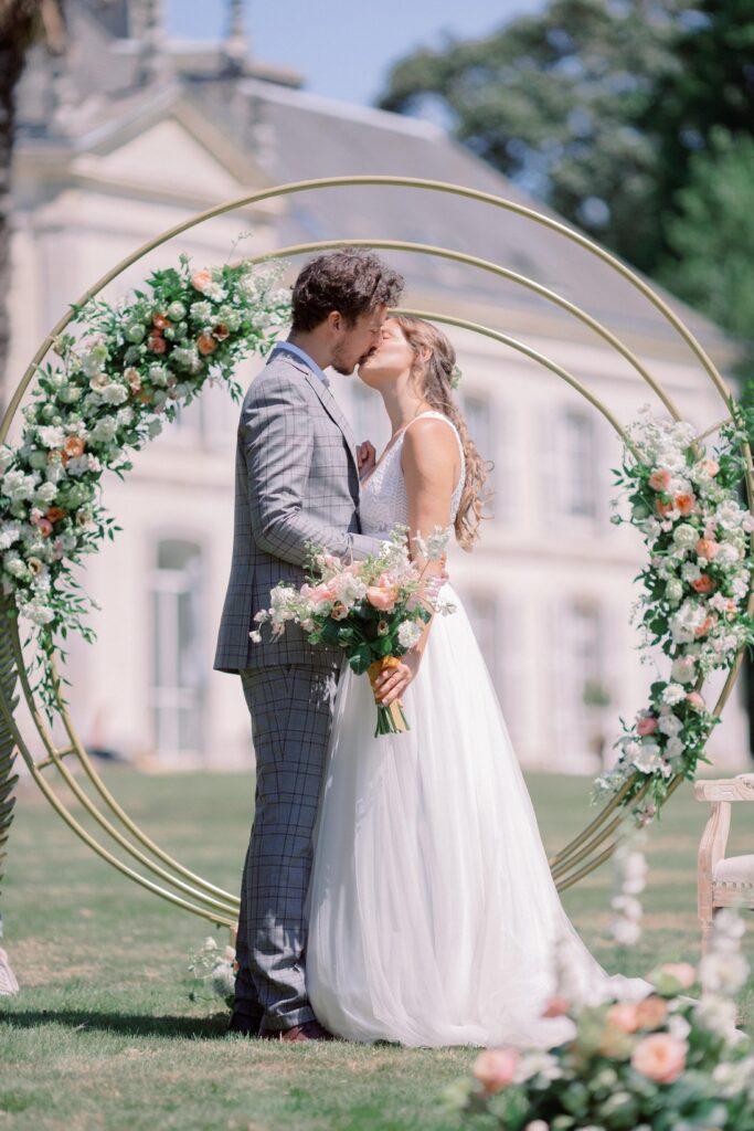 arche de cérémonie rose et blanche mariage bretagne