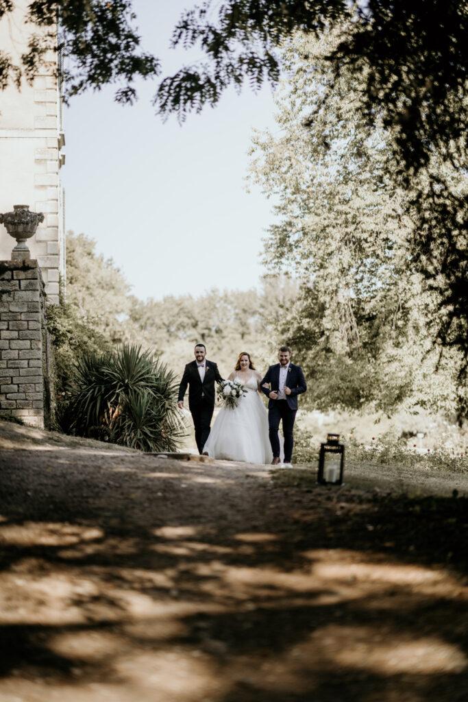mariage chateau entrée de ceremonie officiante de cérémonie lyon wedding planner lyon organisation mariage beaujolais