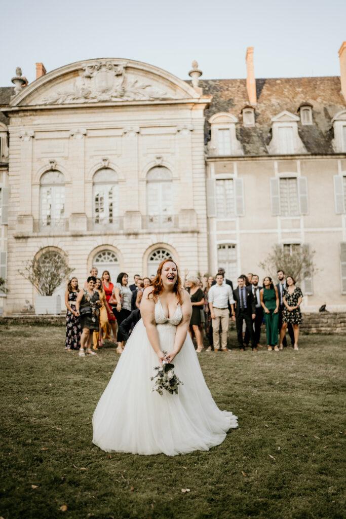 lance de bouquet de mariée chateau bourgogne wedding planner lyon organisation mariage beaujolais