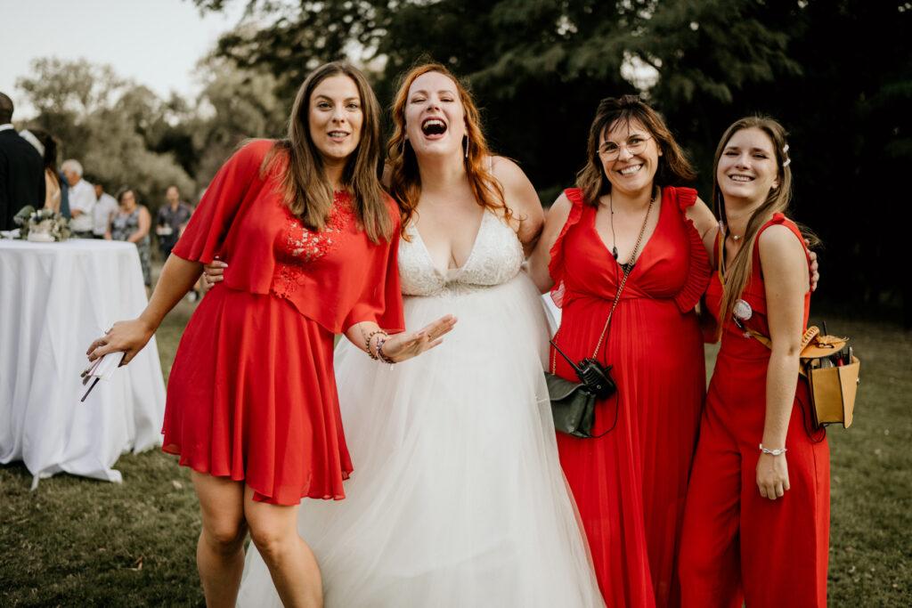 wedding planner team red dress robe de mariée wedding planner lyon organisation mariage beaujolais