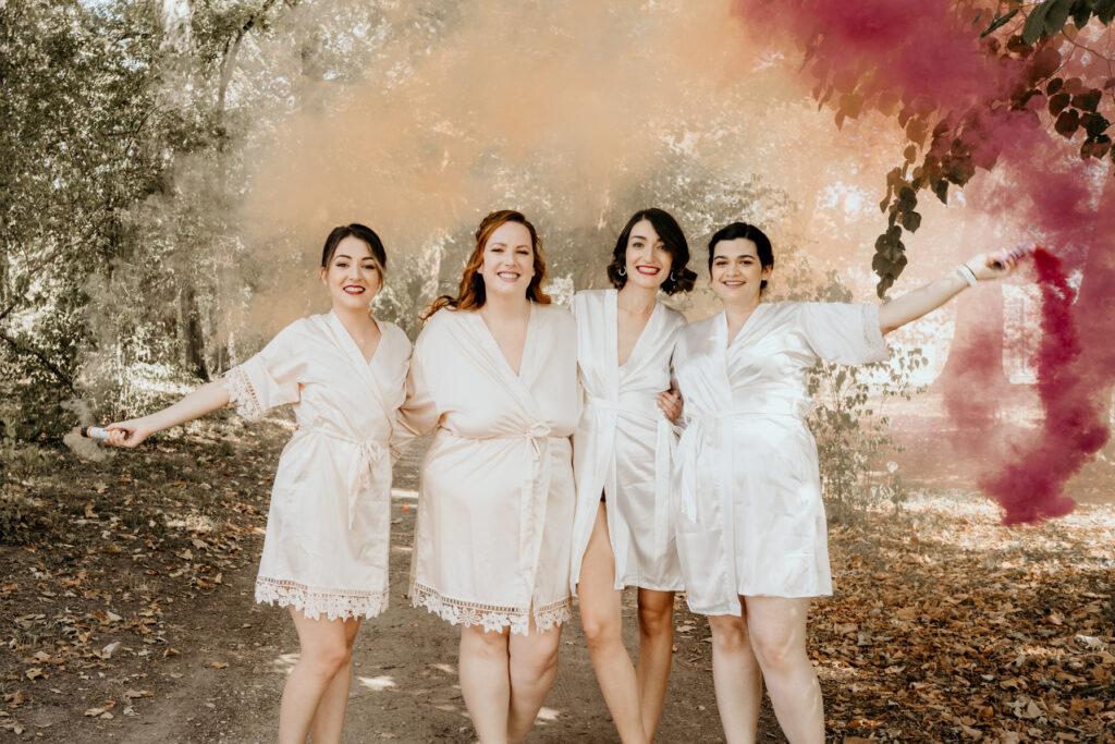 bridemaids team fumigene photo de groupe mariage lyon wedding planner lyon organisation mariage beaujolais