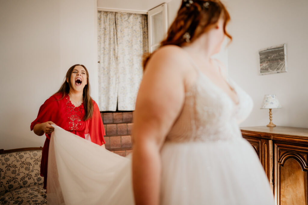 wedding planner life red dress wedding planner lyon organisation mariage beaujolais