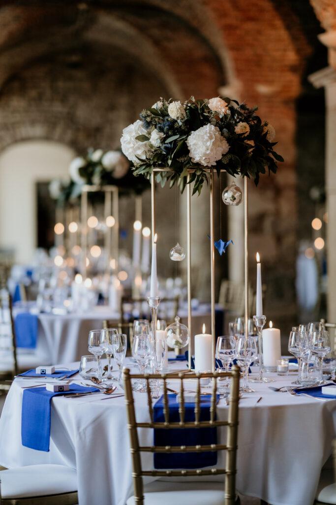 décoration mariage centre de table dore et bleu or wedding planner lyon organisation mariage beaujolais